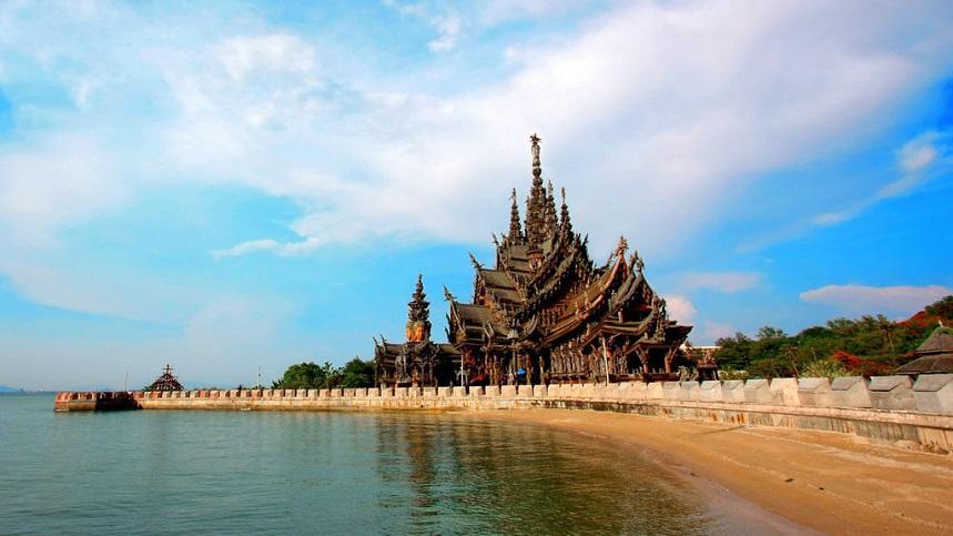 Храм истины – очень красивый буддистский храм