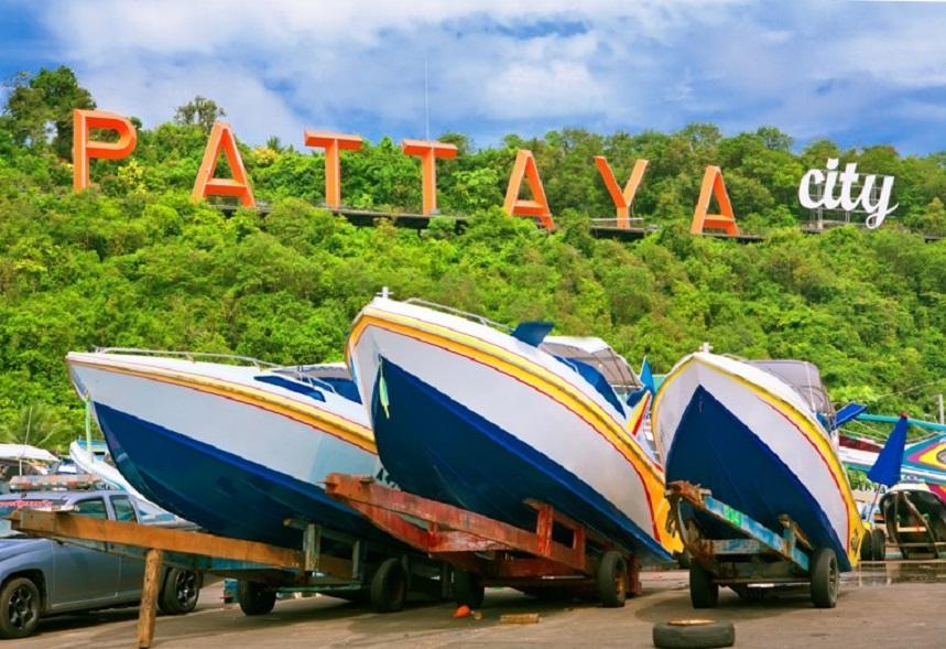 Лодки в гавани Паттайи