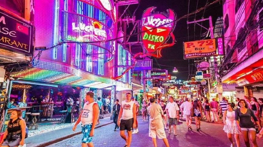 Ночные улицы Тая