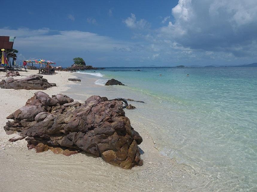 Пляж Курорт Сурин