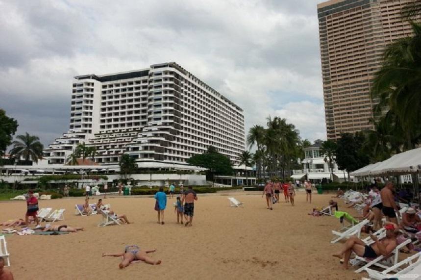 Пляж у гостиницы