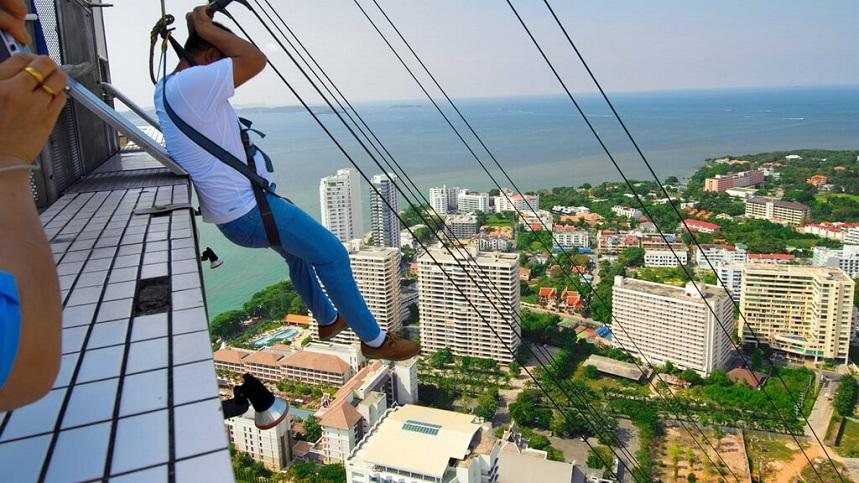 Аттракцион в башне Pattaya Park