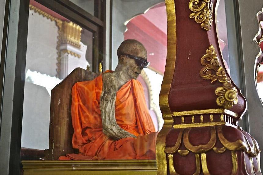 Место, где сидит монах