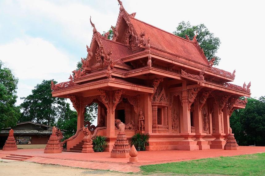 Ват Сила Нгу, или Красный Храм