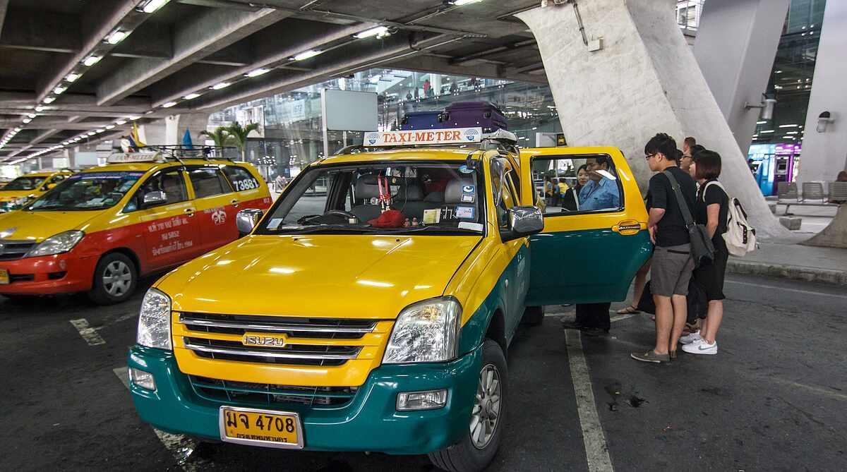 Фото такси в аэропорту