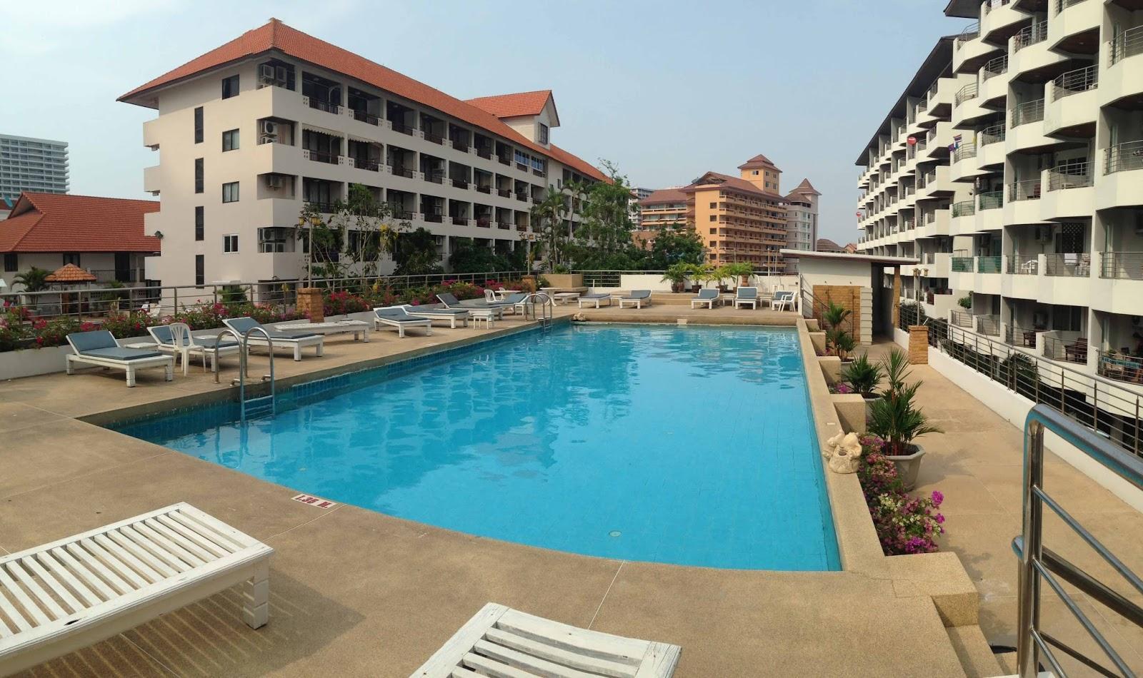 Фото двора отеля