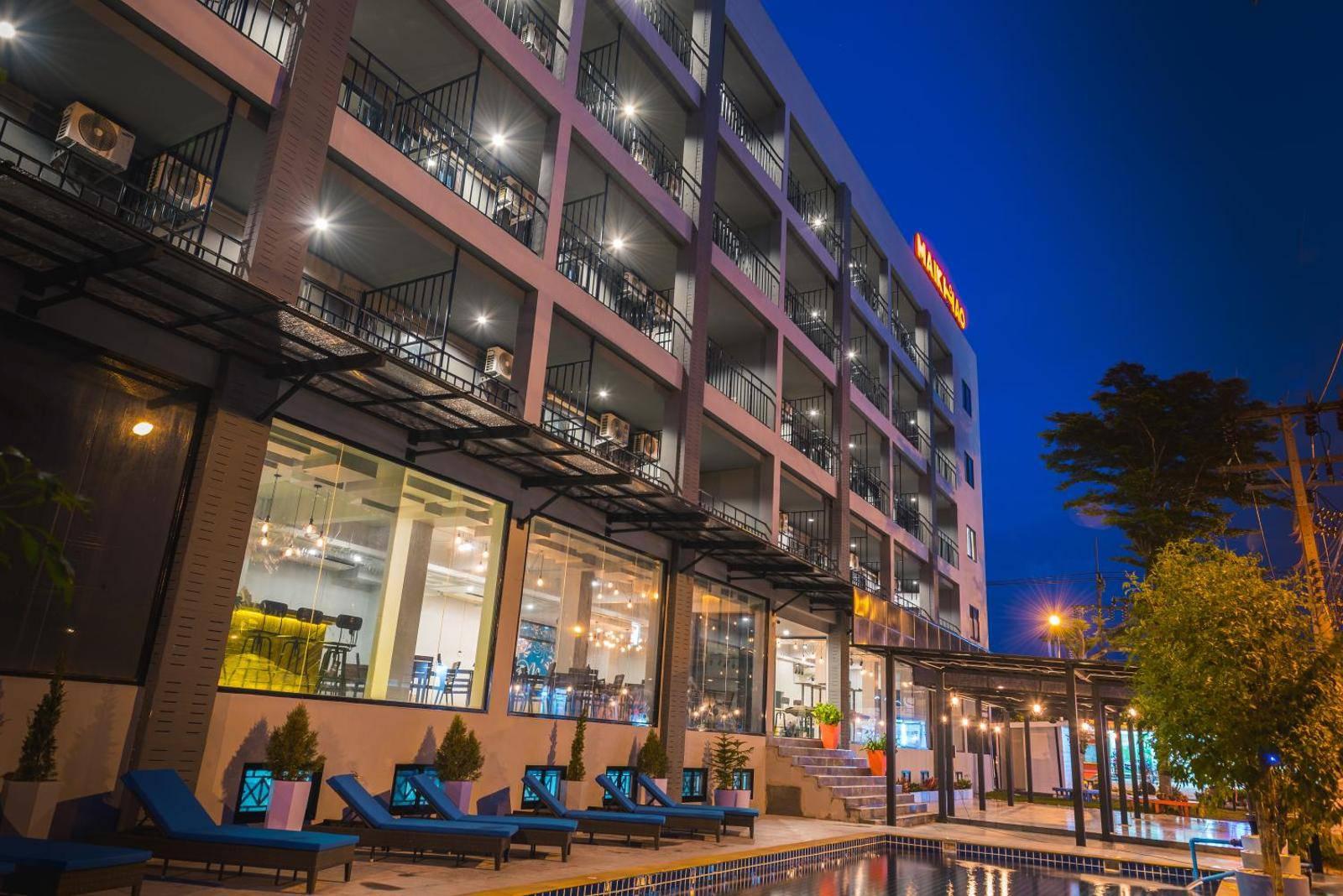 На фото отель Maikhao Hotel 4*