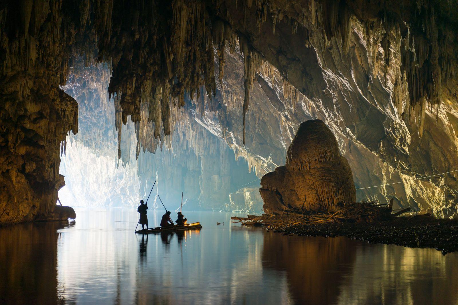 Фото пещеры на озере Чео Лан
