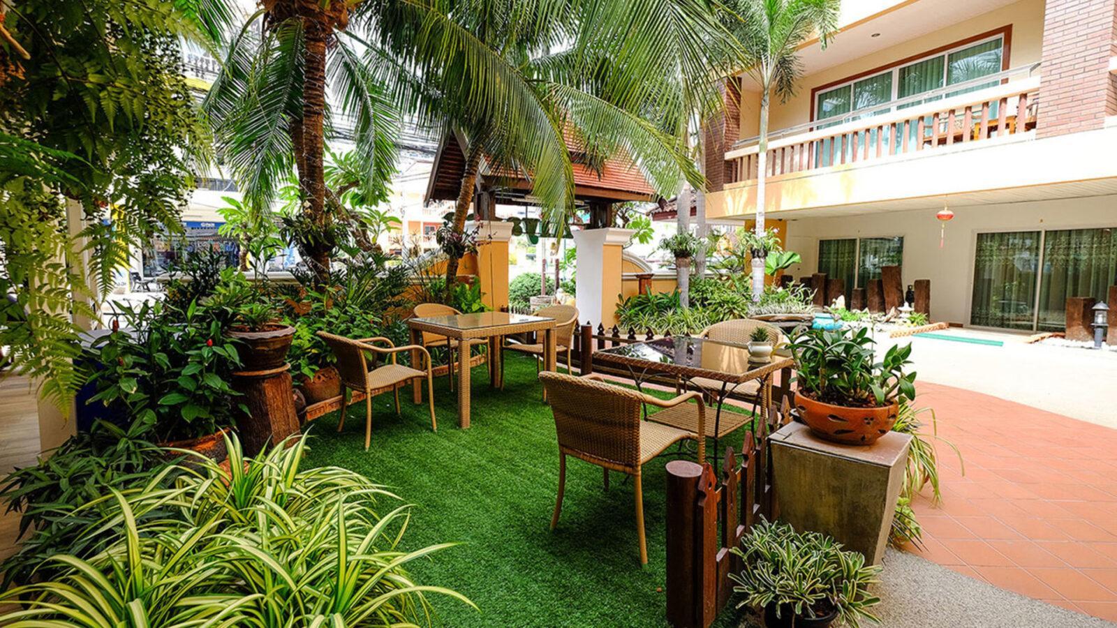 Фото Aiyaree Place Hotel