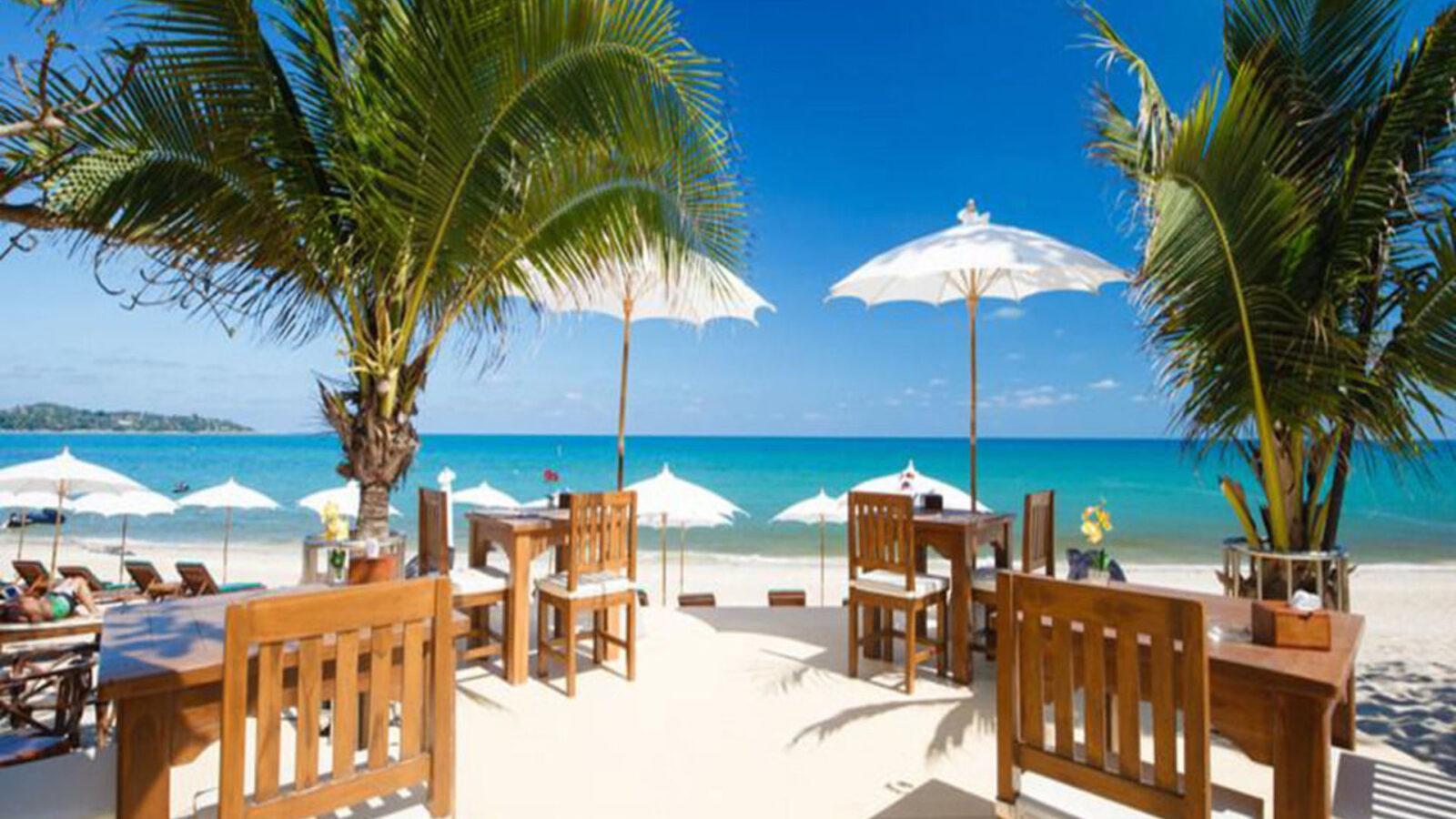 Фото столиков на пляже Ламуи