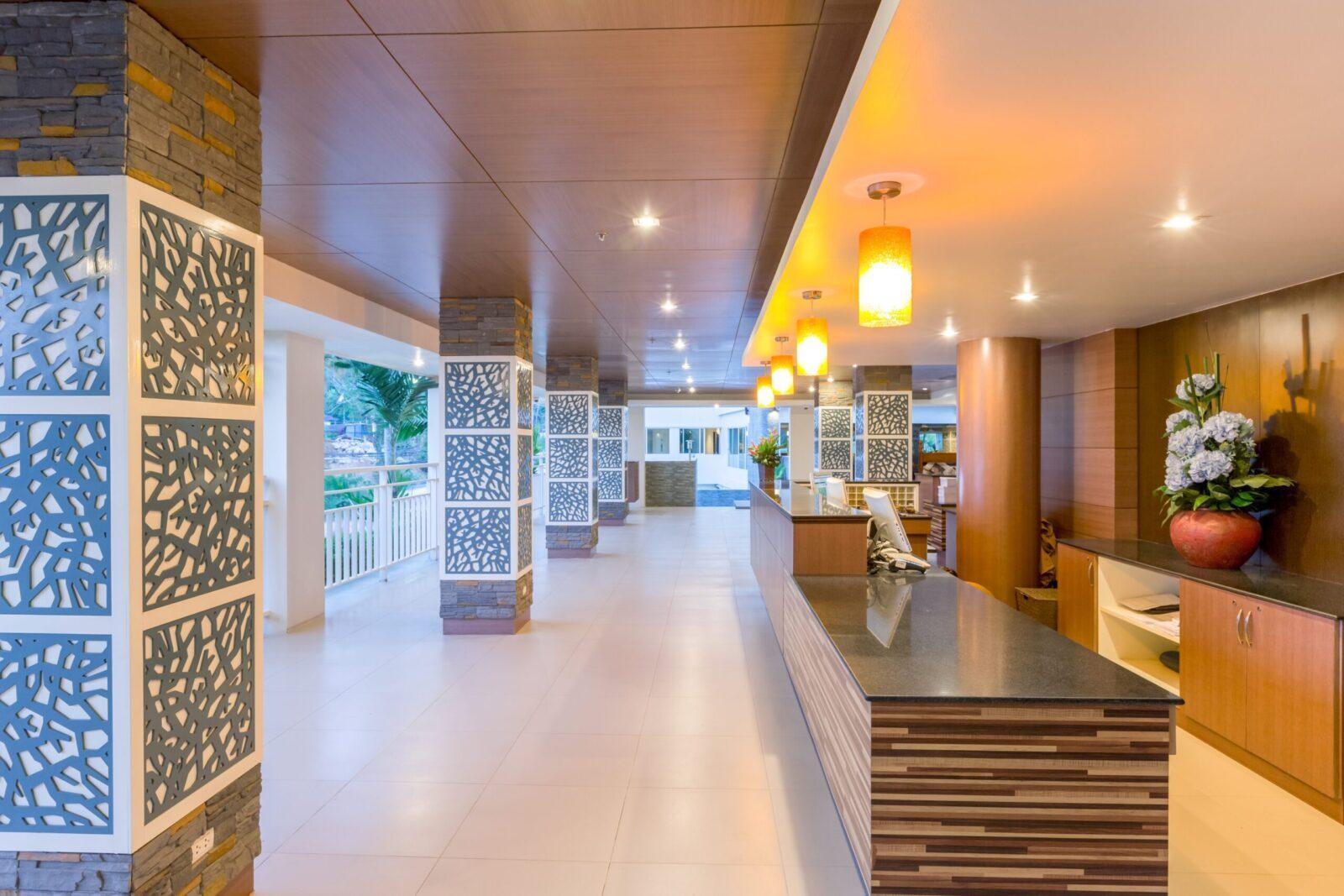 Фото холла в Chanalai Hillside Resort