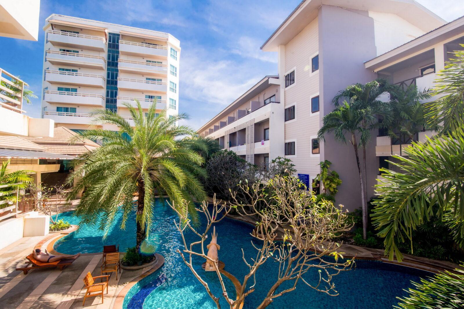 Фото Sea Breeze Jomtien Resort
